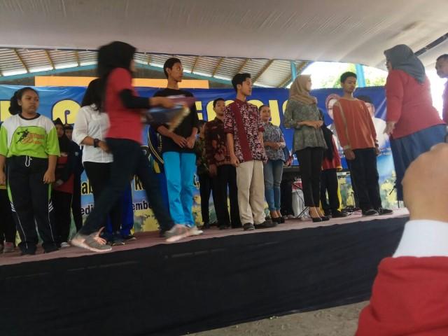 Featured image of Selamat Dan Sukses Kepada Daigo Juara 1 Lomba Profil Serta Devan Juara 1 Lomba Duta Genre Menuju Propinsi Mewakili SMA NEGERI 2 PARE TAHUN AKADEMIK 2017-2018